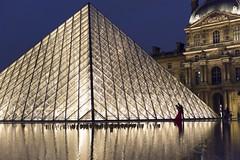 DSC_2520 (Mathieu Rougnon) Tags: wedding sunset paris night french nikon europe shooting capitale mariage pyramide lelouvre parisian d800 parisien rflexion pyramidedulouvre heurebleue nikkor2470mmf28