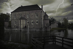 2016_04_22(02) (bas.handels) Tags: green castle nature water pool clouds moody gloomy outdoor wolken limburg erenstein vijver kleur parkstad cranenwijer