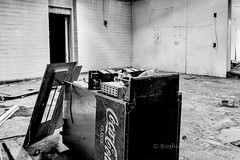 Coke Machine (Roshine Photography) Tags: arizona bw restaurant us colours unitedstates monumentvalley kayenta derelectbuildings pentaxk3ii 2016utahtrip