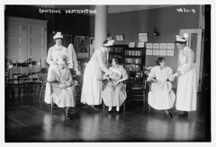 Bandage instruction (LOC) (The Library of Congress) Tags: libraryofcongress dc:identifier=httphdllocgovlocpnpggbain27155 xmlns:dc=httppurlorgdcelements11 rooseveltisland blackwellsisland newyork metropolitantrainingschoolfornurses