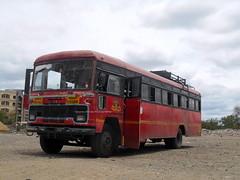 MSRTC Ex Hirkani Resting near Shirdi bus standKalvan -- Shirdi (gouravshinde94) Tags: msrtc hirkani bud bus shirdi kalvan