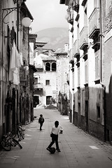 [ streets of scanno ] ([ chang ]) Tags: street people bw italy white black blanco person calle football kid strada italia play negro bn bianco nero abruzzo gioco streetshot pallone ragazzi giocare scanno wwwriccardoromanocom