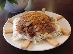 ขนมจีนเครื่องหมูย่าง ร้านไซง่อน ริมไทร Sukhumvit 65 Bangkok
