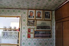Honor wall in home (Ray Cunningham) Tags: de kim north korea communism rpublique socialism core populaire dprk coreadelnorte ilsung demokratische  jongil   dmocratique jongun  rpdc volksrepublik   northkoreanphotography raycunninghamnorthkoreanphotography