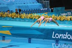 Synchronized swimming (Carlitos) Tags: uk inglaterra england london europa europe unitedkingdom londres olympics olympicpark olimpiadas stratford reinounido london2012 synchronizedswimming nadosincronizado