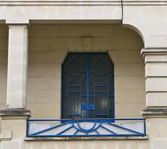 Bordeaux, Gironde: rue Descartes (Marie-Hlne Cingal) Tags: door france puerta 33 wroughtiron bordeaux porta porte tr sudouest aquitaine gironde ferforg