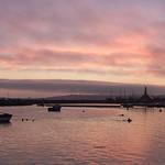 Aube sur le port de Camaret-sur-Mer thumbnail