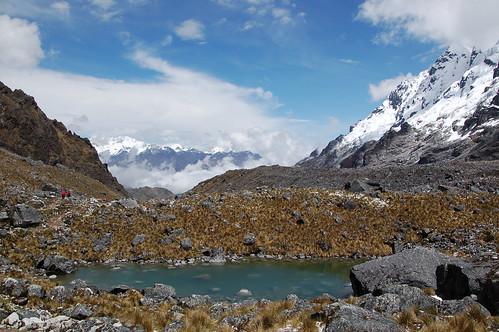 """Peru - treking na przełęcz Salkantay juz za przełęczą <a style=""""margin-left:10px; font-size:0.8em;"""" href=""""http://www.flickr.com/photos/125852101@N02/15920994663/"""" target=""""_blank"""">@flickr</a>"""
