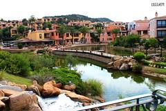 i giardini di porto cervo 1 (lella 92) Tags: sardegna verde fiume natura case ponte giardini portocervo