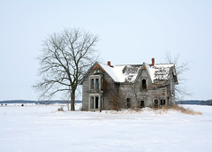 Crumbling memories (Dave_A_H) Tags: abandoned farmhouse