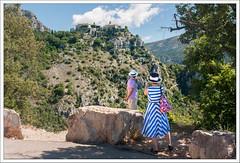 Cte d' Azur (12) (hjhoeber2) Tags: france tourism zeiss sony hats tourists ctedazur gourdon frenchriviera variosonnar a700 variosonnar1680za variosonnartdt35351680