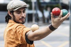 (CSPaiva) Tags: brasil arte circo retrato sopaulo centro bolas sp rua malabares equilibrio colorido sopaulosp