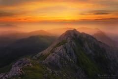 Atardecer en el Anboto (Mimadeo) Tags: sunset red orange sun mountain mountains rock sunrise evening haze rocky peak valley hazy basque euskadi basquecountry paisvasco mountainrange urkiola anboto amboto