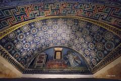 1605_Ravenna_3310 (UrBert) Tags: city art italia arte roman edificio ruin mosaics romano mausoleum architettura ravenna mausoleo soffitto mosaici galla gallaplacidia placidia