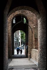 Ferrara: Castello Estense (Anita Pravits) Tags: italien italy castle italia drawbridge ferrara middleages burg emiliaromagna mittelalter castelloestense kastell castellum zugbrücke