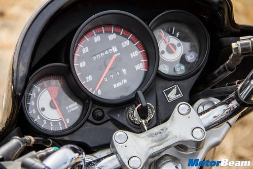Honda-Unicorn-150-vs-Bajaj-V15-14