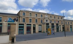 Gare d'Angoulme (Eric_G73) Tags: france building station statue comics gare trainstation angoulme bd charente lucien margerin frankmargerin