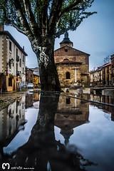 Plaza del Grano (Len) (ma_rohe) Tags: reflection reflejo reflejos reflects plazadelgrano