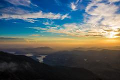 Prepare the lights (atybmx) Tags: sunset picodolopo montanha montanhismo montanhas mountain mountains mountaineering brazil lopo clouds sky sun sunrise river prdosol nuvem sol cu