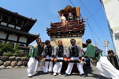 Teamwork (Teruhide Tomori) Tags: people festival japan event  float  gifu ogaki  ogakifestival importantintangiblefolkculturalproperties