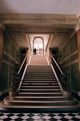 Versailles - L'escalier  (manon.couet) Tags: 50mm minolta lumire interieur culture ombre versailles chateau vigil clair escalier tourisme patrimoine obscur x700 lueur