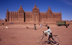 Great mosque of Djenné (pdellouve) Tags: africa mosque unesco adobe mali worldheritage djenne mopti afrique sahel mosquée jenne pisé