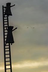 Arribo al cielo (Bren Hanna (Cable al Cielo)) Tags: sky escalera cielo minimalismo icono vuelo adios poesa