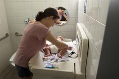 _ITA3488 (Edson Grandisoli. Natureza e mais...) Tags: parque beb pblico 4meses higiene fralda trocador regiosudeste