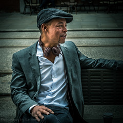 Sebastian (Fiverdog) Tags: street portrait music man manchester streetphotography headphones blackman dragan suave dapper splittone draganeffect maninhat buryphotographicsociety burypsstreetsig buryps