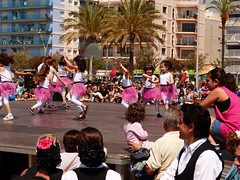 Da de la Danza (108) (calafellvalo) Tags: ballet girl youth dance fiesta child dancers danza folklore calafell tnzer nios tanz sitges baile flamenco garraf tanzen danser alegra roco juventud espectaculo danseurs costadorada calafellvalo rocieras esbarts danzadansabaileflamencoballetarmoniaolddancedancingbailarinas tanzmisik