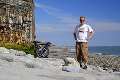 Brompton on the beach (Nodding Pig) Tags: uk selfportrait beach southwales wales cycling coast seaside cymru cycle glamorgan valeofglamorgan brompton selfie bycycle 2011 morgannwg stdonats saindunwyd sirforgannwg