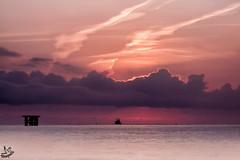 Amanecer en Lastres (Urugallu) Tags: amanecer alalba nuevodia color luz barco nubes lastres colunga asturias asturies principadodeasturias compaia amistad despedida flickr urugallu canon 50d oltusfotos mygearandme