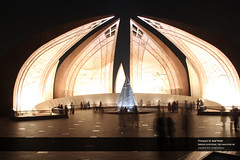 Pakistan Monument filled with crowd at night .... (Syed Tirmizi) Tags: pakistan islamabad shakarparian tirmizi pakistanmonumenet