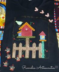Essa já faz um tempinho que fiz!!! (romelia.artesanatos) Tags: tshirt preta patchwork custom camiseta aplique customizada