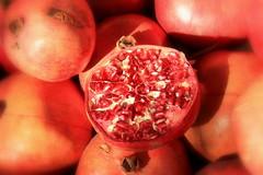 il frutto del melograno (Kristel Van Loock) Tags: fruit turkey pomegranate pomegranates granada grenade frutta turkije melograno nar punicagranatum granaatappels turksfruit melograne turkishfruit fruttodelmelograno