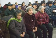 Oudere gelovigen (Frans Schellekens) Tags: china man church countryside cross religion pray praying churches bible service mis kerk gebouw anhui kruis platteland believers religie bijbel kerken bidden kerkdienst gelovigen