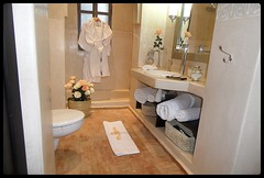 """Salle de bain chambre 5 • <a style=""""font-size:0.8em;"""" href=""""http://www.flickr.com/photos/118706733@N07/12833079453/"""" target=""""_blank"""">View on Flickr</a>"""