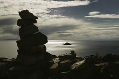(RoX4NnE) Tags: world trip travel viaje sun lake film sol titicaca del analog 35mm canon landscape lago island atardecer 50mm town sundown ae1 stones f14 south pueblo bolivia paisaje iso 200 sur fujifilm isla piedras suramerica