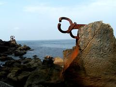 Peine Viento SAM0742 01 (fjguerragi) Tags: mar playa escultura paseo bahia concha donosti sansebastian eduardo roca paisvasco chillida maritimo cantabrico ondarreta euskado