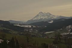 Udalaitz nevado (Ru GarFer) Tags: nieve valle nubes nublado monte montaa roca cordillera nevado udalaitz