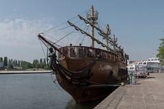 Świnoujście (PL), Usedom: Als Piratenschiff verkleidetes Ausflugsschiff am Kai - Excursion ship camouflaged as pirate ship (riesebusch) Tags: usedom świnoujście