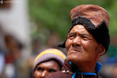 12-06-30 India-Ladakh (530) Hemis R01 (Nikobo3) Tags: travel people india color festival portraits nikon asia ngc social folklore retratos viajes kashmir d200 himalayas gentes jammu culturas hemis twop karakorum nikond200 omot kachemira ladakd nikon7020028vrii flickrtravelaward festivaldehemis nikobo josgarcacobo