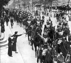 French cuirassiers in Paris heading toward the front in August, 1914 [580 x 510] #HistoryPorn #history #retro http://ift.tt/21UijoS (Histolines) Tags: paris history french august front x retro timeline heading 510 1914 toward 580 vinatage cuirassiers historyporn histolines httpifttt21uijos