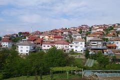 "wohnsiedlung_in_den_bergen_bulgarien • <a style=""font-size:0.8em;"" href=""http://www.flickr.com/photos/137809870@N02/26950679120/"" target=""_blank"">View on Flickr</a>"