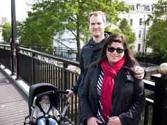 Johan, Myriam et Alexander (Dahrth) Tags: panasoniclumixgf1 gf120 20mmpancake lumix20mm lumix43 lumixmicroquatretiers microfourthirds london londres famille familyphoto photodefamille family bugaboo