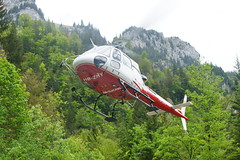 Air-Glaciers in Stckalp-Melchsee-Frutt 28.5.2016 0711 (orangevolvobusdriver4u) Tags: schweiz switzerland transport helicopter hubschrauber airtransport archiv 2016 helikopter melchseefrutt stckalp airglaciers airglacier