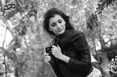 Modella bianco nero (patimoraffaella) Tags: bw sexy alberi book donna colore foto arte natural moda natura sguardo jeans le sorriso piante prato bianco nero bruna pelle scarpe ragazza inglese aperta passione fotografica mora rossetto posa liscia modella giacca allaperto allaria tshrt patimo