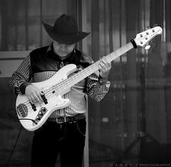 lakland (Harrison Yate Fotografía) Tags: music blancoynegro nikon bass sombrero música bajista llanero lakland musicallanera nikond5200