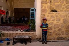Il guardiano delle scarpe (Armando Magro) Tags: people canon iran gente vacanze moschea neyriz