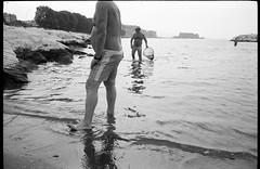 (Big Catch) (Robbie McIntosh) Tags: leicamp leica mp rangefinder streetphotography 35mm film pellicola analog analogue negative leicam analogico blackandwhite bw biancoenero bn monochrome argentique dyi selfdeveloped filmisnotdead autaut candid strangers leicaelmarit28mmf28iii elmarit28mmf28iii elmarit 28mm arsimagofd arsimagofddeveloper arsimagofd139 seaside mappatellabeach rocks lidomappatella kodaktmax100 kodak tmax man net speedo